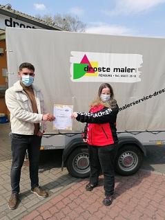 Kinderschutzbeauftragte Karin Lütje und Malerbetrieb Droste©TV Jahn Rehburg