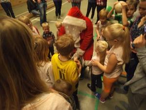 Der Weihnachtsmann war beim Kinderturnen